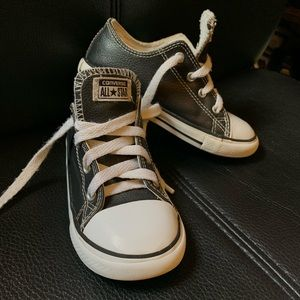 Converse low top size 10 toddler boy faux Leather
